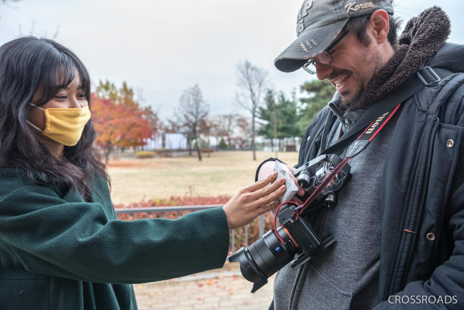 It's a cold, cold day and YuJin, one of the actors, puts a heat patch on the director's freezing hands.